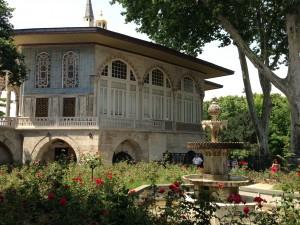 Topaki Palace courtyard