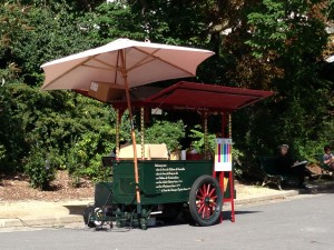Parc Montsouris ice cream vendor