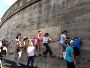 Seine wall climbing