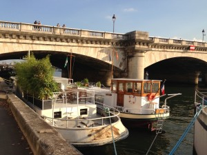 Barges doubles on Seine