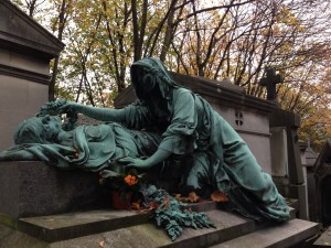 Pere Lachaise reclining figures
