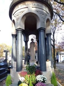 Pere Lachaise rotund crypt