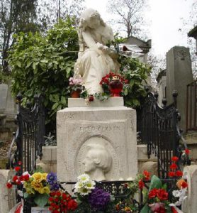 chopin-grave-pere-lachaise-cemetery