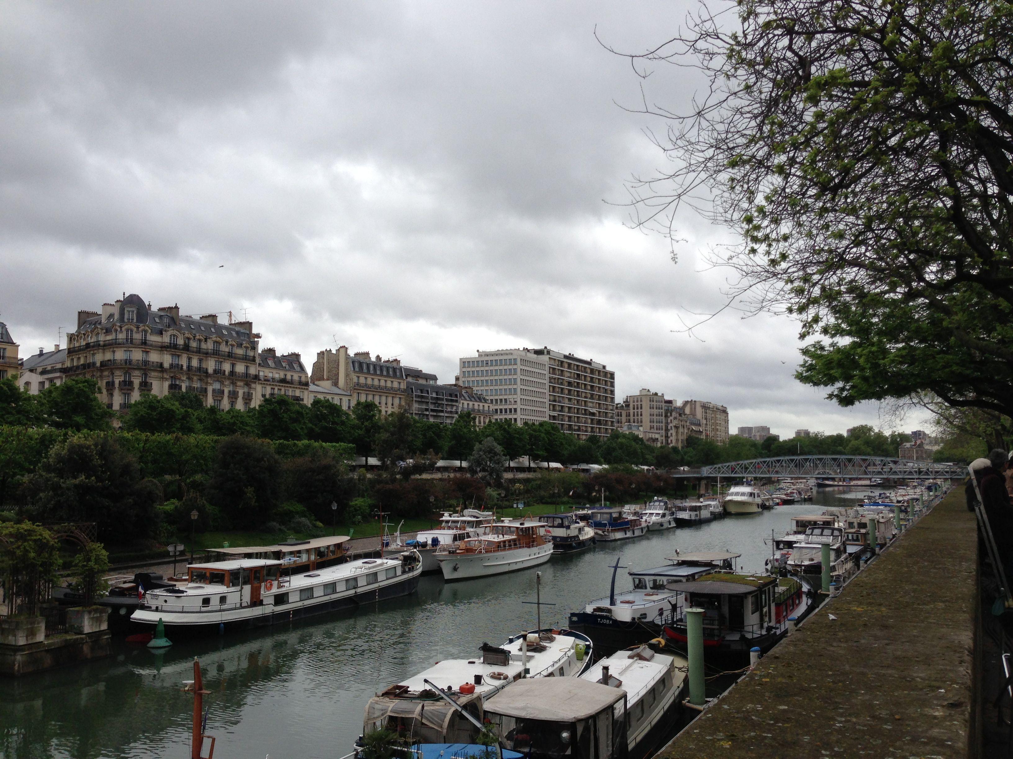 Picturesque and romantic parisian canals - Port de l arsenal bastille ...